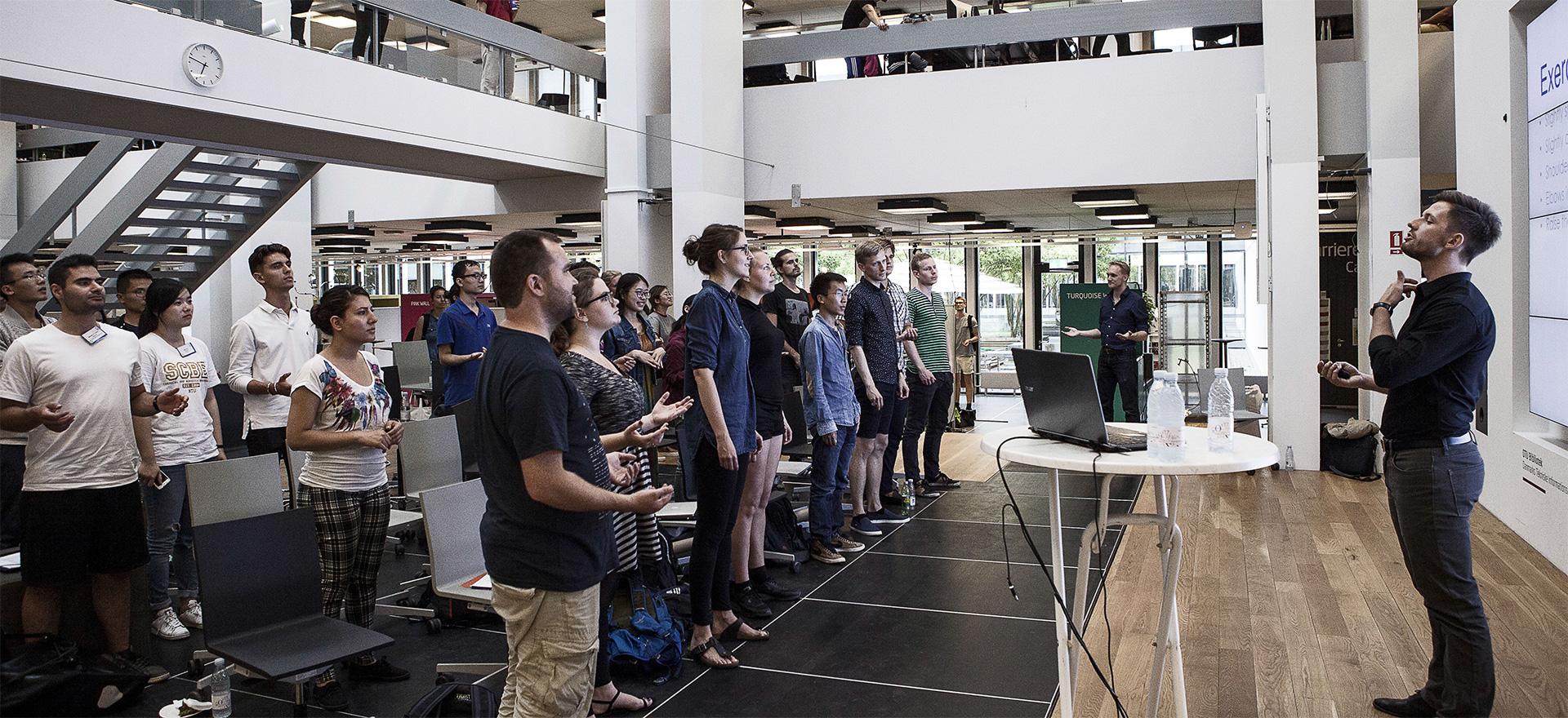 Dansk universitet sætter præsentationsteknik på skemaet: De studerende skal lære at formidle deres viden